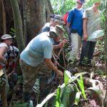 Wie kann man im Regenwald ueberleben - Miguel gibt uns ein Paar Tipps