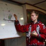 Yannic erklärt uns, wie wir auf See Trinkwasser produzieren