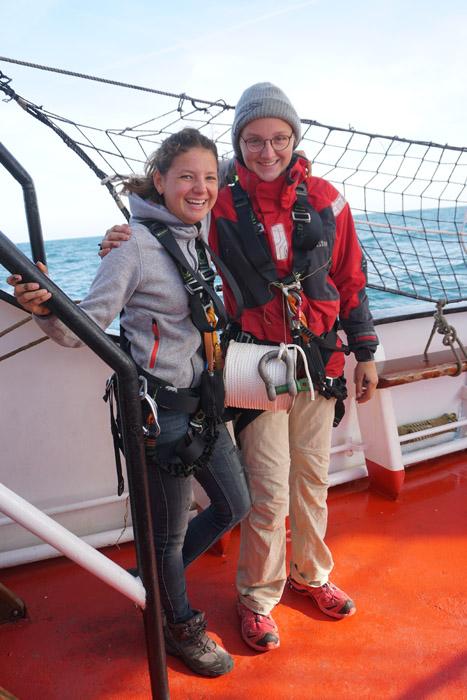 Auf ins Rigg - die neuen Bootsfrauen am Werk