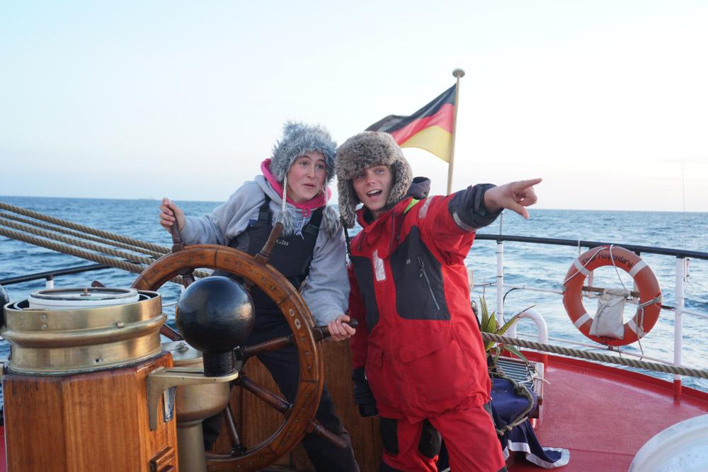 ''Schiff in Sicht''...