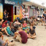 Die Wartezeit auf den Bus nach Panama City wird durch eine keine Pause effektiv genutzt