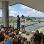 Benes Referat über den Panamakanal mit gewissen Unterbrechungen durch Lautsprecheransagen