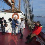 Schiffsübergabe mit Maura als Kapitänin