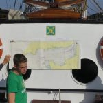 Leon als Steuermann erklärt unsere Route