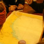 Im Nautikunterricht lernen wir alles über Seekarten...