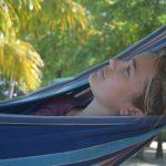In den, zwischen Palmen gespannten, Hängematten ist Ruhe und Entspannung angesagt