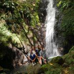 Besuch eines Wasserfalls