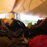 Für den Kammerumzug wird all unser Gepäck auf der Ladeluke gelagert