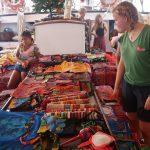-...und verkaufen traditionelle Molas und Handarbeiten