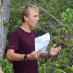 Friedrich hält seinen Vortrag über Mangroven, bevor..
