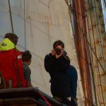 Die Bordjournalistin Melina bei der Arbeit