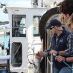 Steuermann Chris zeigt uns sein Schiff...