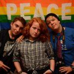 Bei der Genderswap-Party posen unsere gutaussehenden Jungs