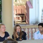 Lucie und Kasia übersetzen beim Völkerverständigungsinstitut