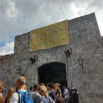 Wir besuchen eine Buchmesse in der Festung El Morror