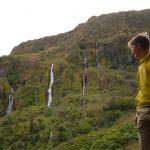 Denis bewundert die atemberaubenden Wasserfälle