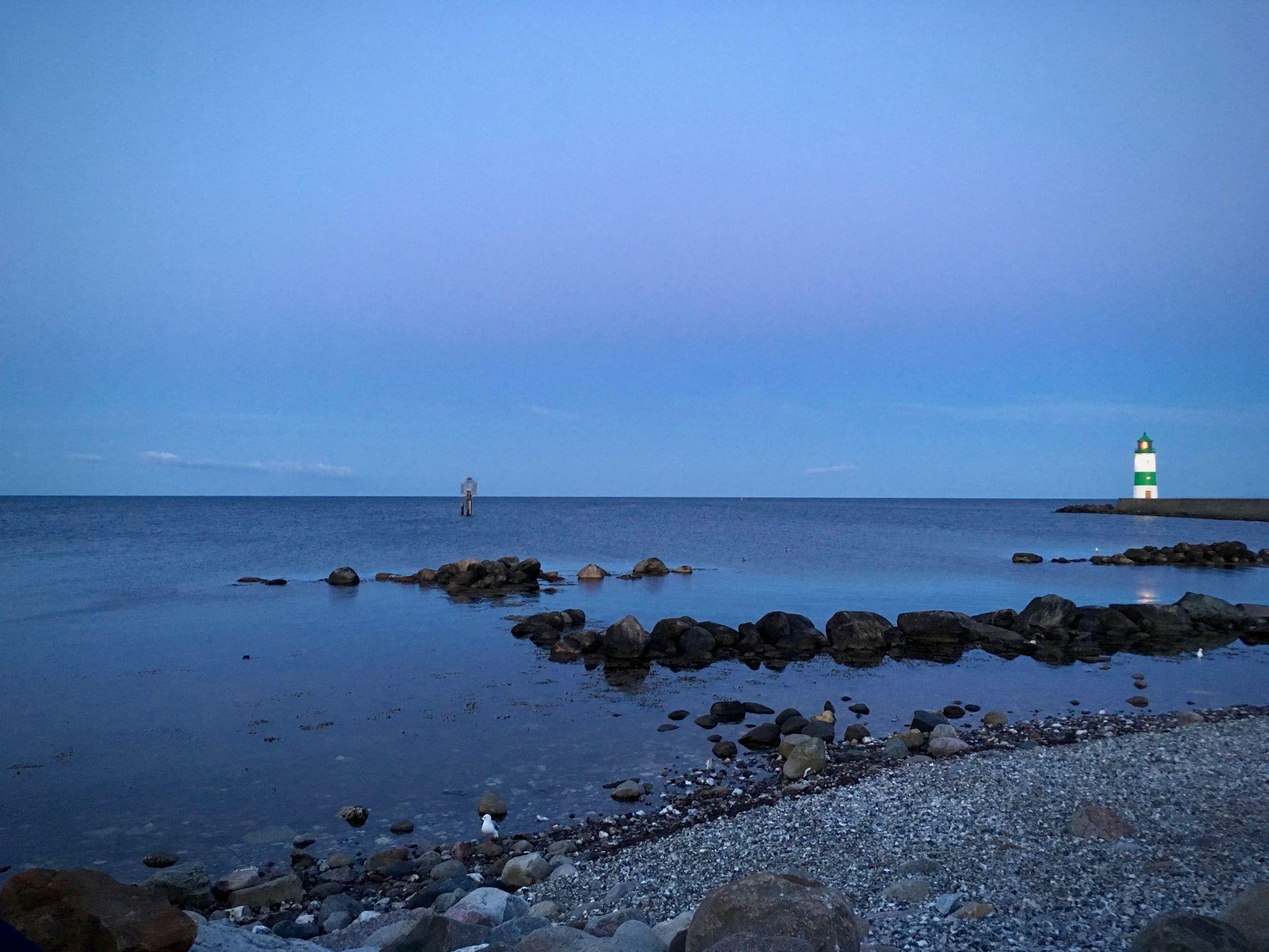 Die Ostsee mit Leuchtturm