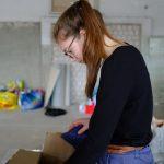 Die Kubaspenden werden in Kisten verstaut