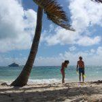 Am Strand unter Kokospalmen