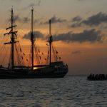 Drei Masten vor der Sonne