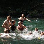 Badespaß nach langer Wanderung