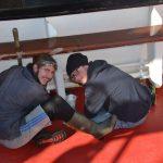 Bootsmann und Steuermann bei der Schiffsarbeit